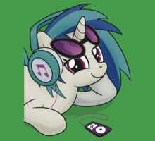 The Audiophile (Vinyl Scratch Poster) Kids Clothes