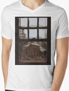 9:04, Waking up to snow Mens V-Neck T-Shirt
