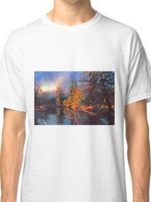MISTY MORNING MERCED RIVER Classic T-Shirt