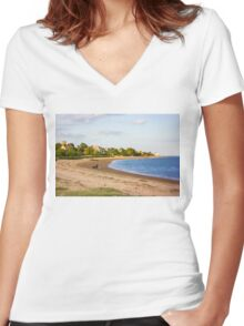 Walkies on Mersea Beach Women's Fitted V-Neck T-Shirt