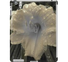 Day Lily (Faded Yellow stand out) iPad Case/Skin