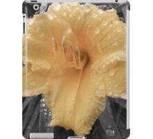 Day Lily (Bright Yellow stand out) iPad Case/Skin