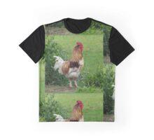 Lucky rooster at the farm, (Glücklicher Hahn auf dem Hof) Graphic T-Shirt