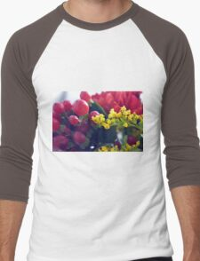 Natural background with small yellow flowers and red fruits. Men's Baseball ¾ T-Shirt