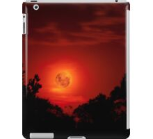 Fiery Blood Moon - Melbourne, Mt Dandenong, Victoria Australia iPad Case/Skin