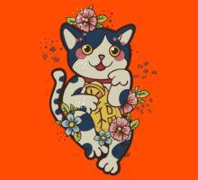 Happy Japanese cat Maneki-neko. Traditional mascot  Kids Tee