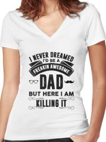 I never dreamed I'd be a freakin awesome dad but here I am killing it Women's Fitted V-Neck T-Shirt