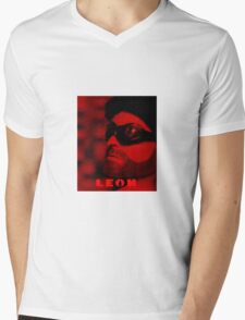 A Plastic World - Leon: The Professional Mens V-Neck T-Shirt