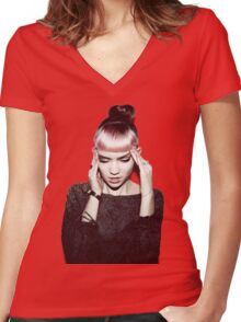 Grimes Women's Fitted V-Neck T-Shirt
