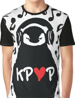 Penguin listen to kpop Graphic T-Shirt