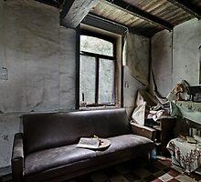 Fien's couch by Jean-Claude Dahn