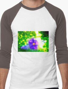 Digitally manipulated purple garden flower with lush green background  Men's Baseball ¾ T-Shirt