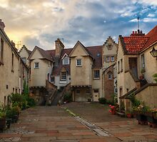 White Horse Close, The Royal Mile Edinburgh by Miles Gray