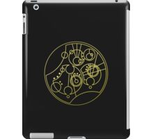 'Gallifrey Falls No More.' in Gallifreyan - Gold (transparent background) iPad Case/Skin