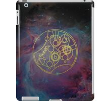 'Gallifrey Falls No More.' in Gallifreyan - Gold (nebula background) iPad Case/Skin