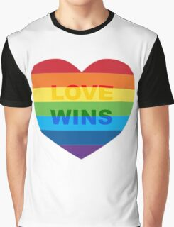 Gay pride heart / LGBT Graphic T-Shirt
