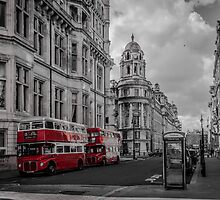 Old Buses B&W - London by dimitar74