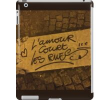 Love runs in the streets l'amour cours dans les rue iPad Case/Skin