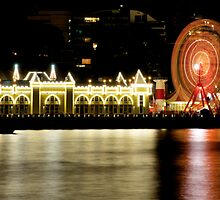 Luna Park at night by Hilarynathan