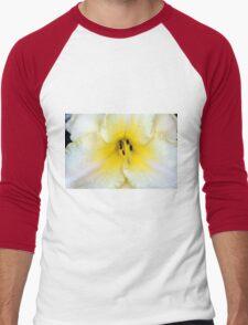 Macro on delicate white flower. Men's Baseball ¾ T-Shirt
