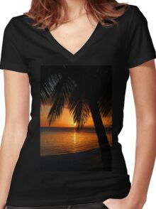 Tropical Palm Tree Ocean Sunset Print Tee Women's Fitted V-Neck T-Shirt