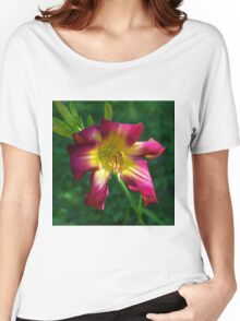 Raspberry and gold daylily flower - Hemerocallis 'Liberty Banner' Women's Relaxed Fit T-Shirt