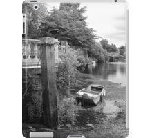Old Boat at Twickenham Riverside iPad Case/Skin