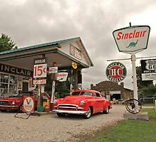 Sinclair Gas Station by Andrew Felton