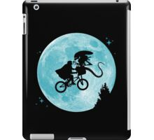 E.T. vs Aliens iPad Case/Skin