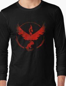 Team Valor grunge red - black bg Long Sleeve T-Shirt