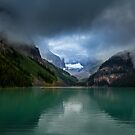 The magnificent Lake Louis  by derejeb