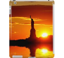 Statue of Liberty reflected iPad Case/Skin