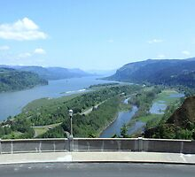 Columbia River Gorge by evemarceau