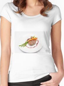Fillet Steak medallion with vegetables on a plate  Women's Fitted Scoop T-Shirt