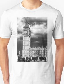 Storm Clouds Gather over Big Ben and the Houses of Parliament Unisex T-Shirt