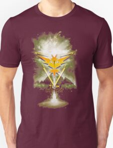 Team Instinct Yellow pokemon go Unisex T-Shirt