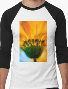 Extreme close up of a yellow daisy with a blue sky background  Men's Baseball ¾ T-Shirt