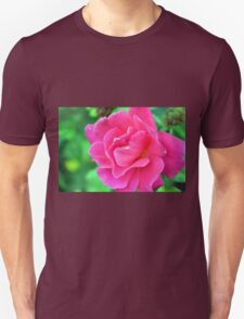 Pink rose on green natural background. Unisex T-Shirt