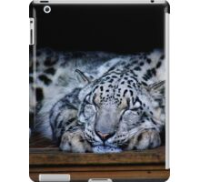 Sleepy snow leopard iPad Case/Skin