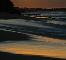 sunrise at bar beach by Ross Hipwell