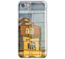 Gebäude spiegeln sich in Glasfront iPhone Case/Skin