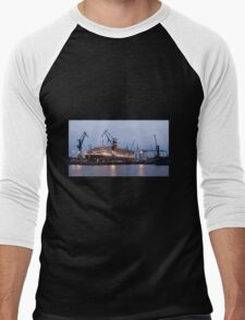Queen Mary 2 at Hamburg Docks  Men's Baseball ¾ T-Shirt