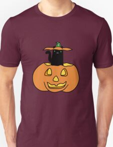 Black Cat inside Jack o' Lantern Unisex T-Shirt