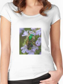 Green Bee Women's Fitted Scoop T-Shirt