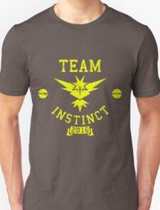 team instinct - pokemon Unisex T-Shirt