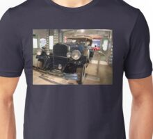 The art of the car: 1931 Pierce Arrow Unisex T-Shirt
