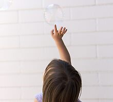 Chasing bubbles by Julia  Hiebaum