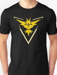 Pokemon Go | Team Instinct | Black Background | HUGE | New! | High Quality! Unisex T-Shirt