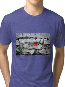 Tower of London Poppy artists exhibition... Tri-blend T-Shirt