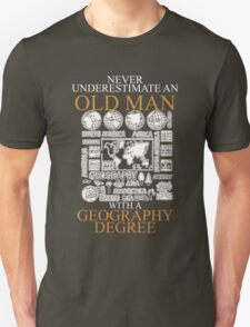 Never underestimate an old man GEOGRAPHY Unisex T-Shirt